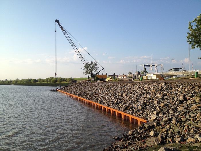 Hecker Bau – Fußspundwand Elbe am Lühesperrwerk