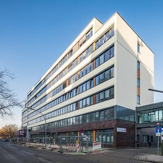 Bürogebäude Borncenterund Verbrauchermarkt im Erdgeschoss