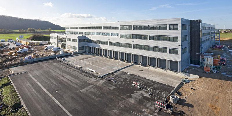 api Computerhandels GmbH beauftrage Depenbrock mit dem Neubau eines Verwaltungsgebäudes mit angrenzender Kommissionierung.